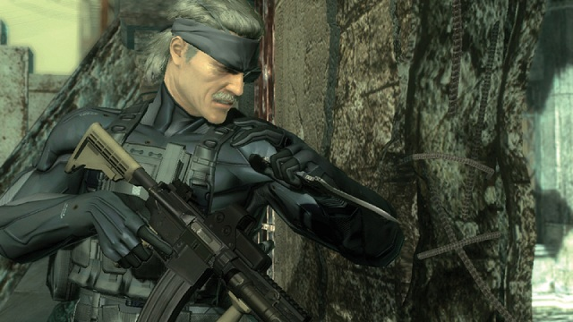 metal-gear-solid-4-old-snake-gun-knife-1
